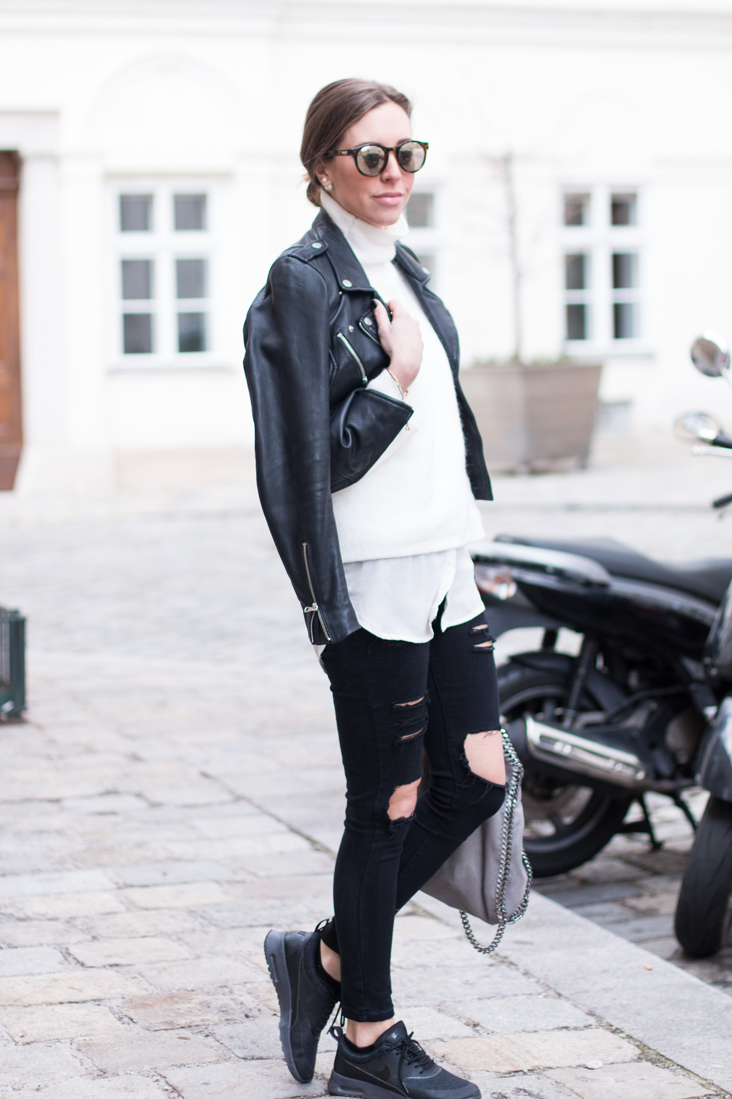 Black & White, Ripped Jeans Outfit, Le Specs Mirrored Sunnies