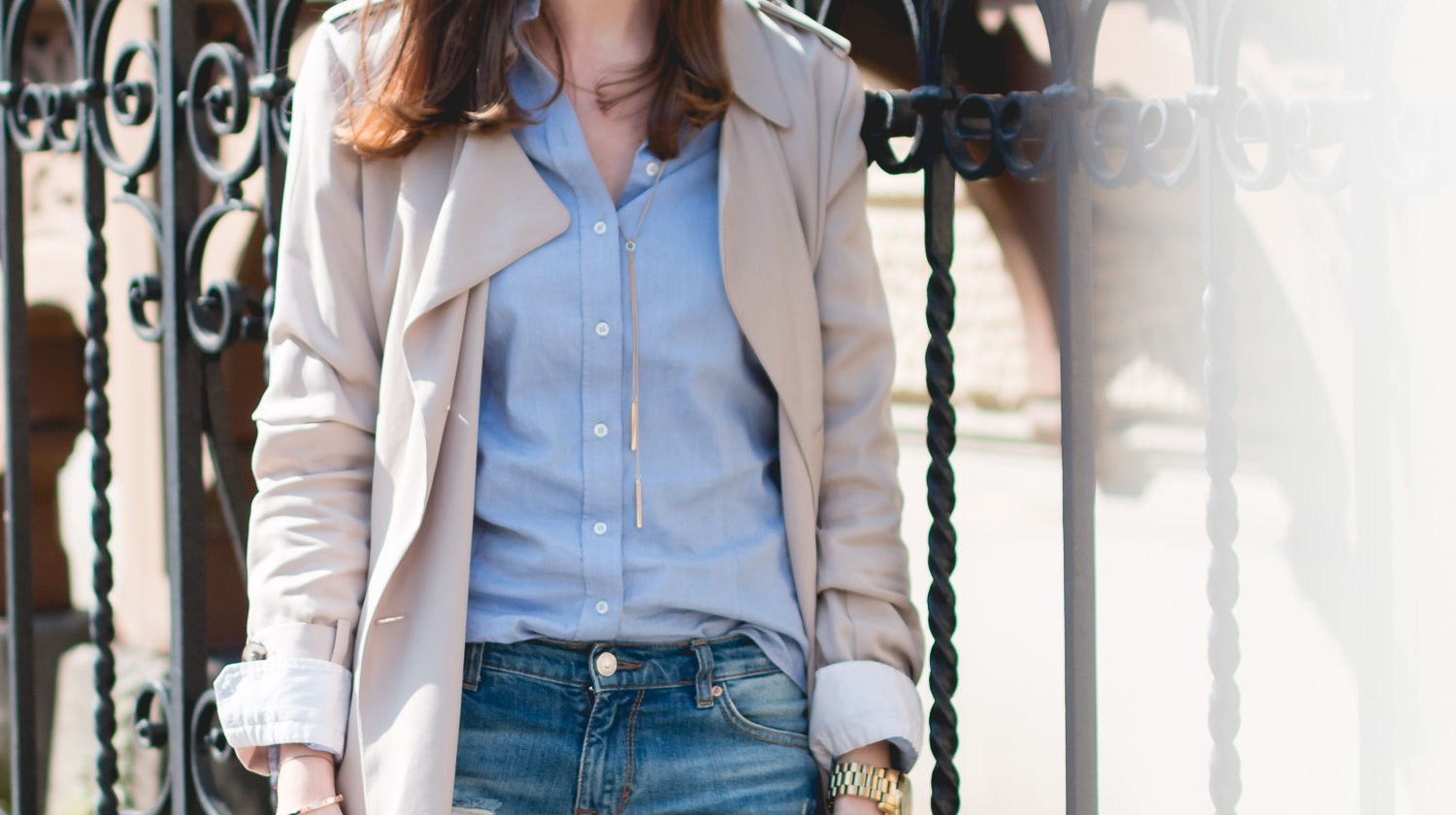 Classic Beige Trenchcoat Outfit