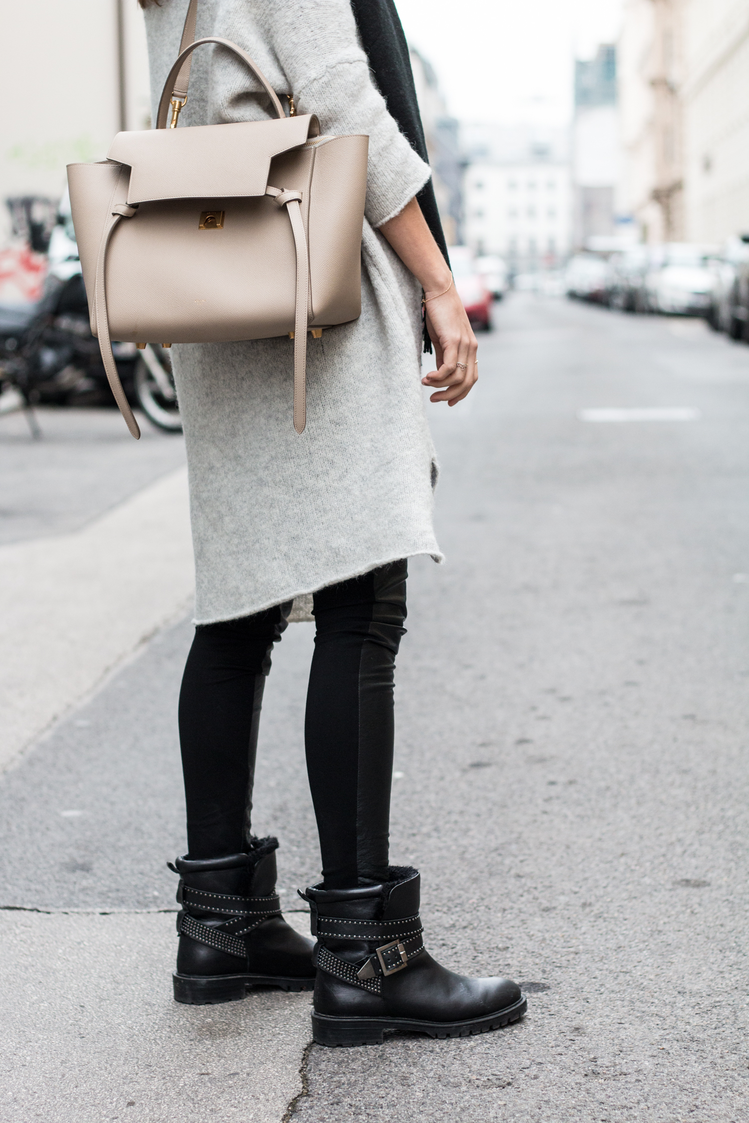 simple-winter-neutrals-celine-belt-light-taupe-10