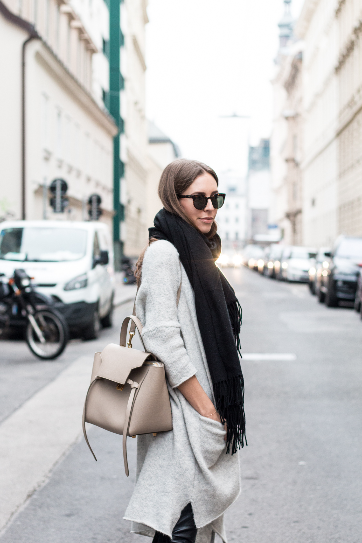 simple-winter-neutrals-celine-belt-light-taupe-12