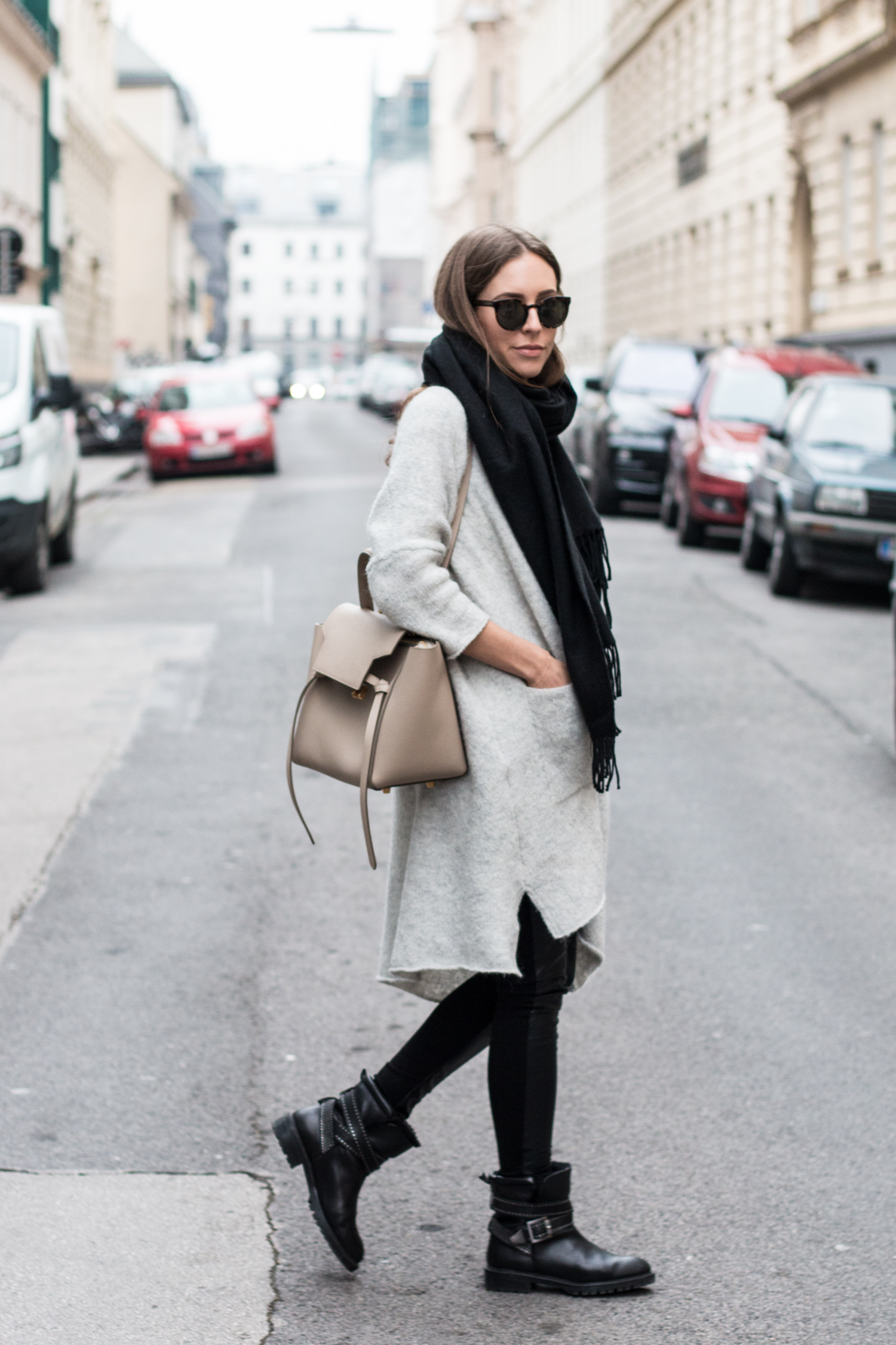 simple-winter-neutrals-celine-belt-light-taupe-4